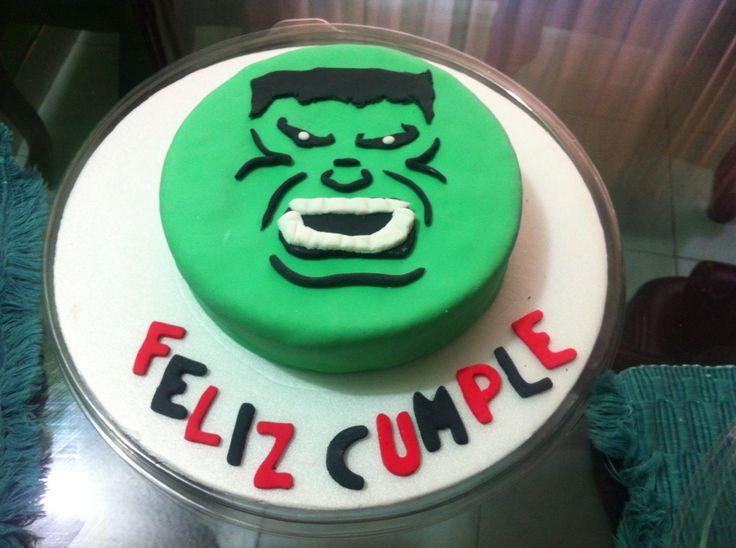 Hulk!! Torta de vainilla con decoración en fondant
