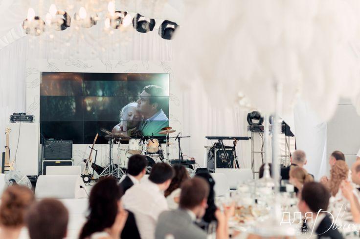 Оформление сцены и экранов на свадьбе