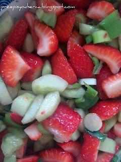 Sałatka z truskawek i ogórka / Strawberry and cucumber salad