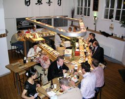 Sushi Kochkurs in Frankfurt am Main - die passende Geschenkidee für Fans der japanischen Küche: Lernen Sie alles über die kleinen Röllchen & bereiten Sie die unterschiedlichsten Sorten zu. Verschenken Sie mit mydays kulinarische Genüsse!
