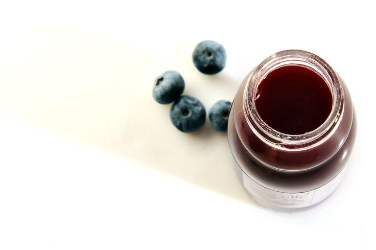 succo e polpa di mirtillo bio . piccoli frutti della valsangone. bevi sano. bevi bio.