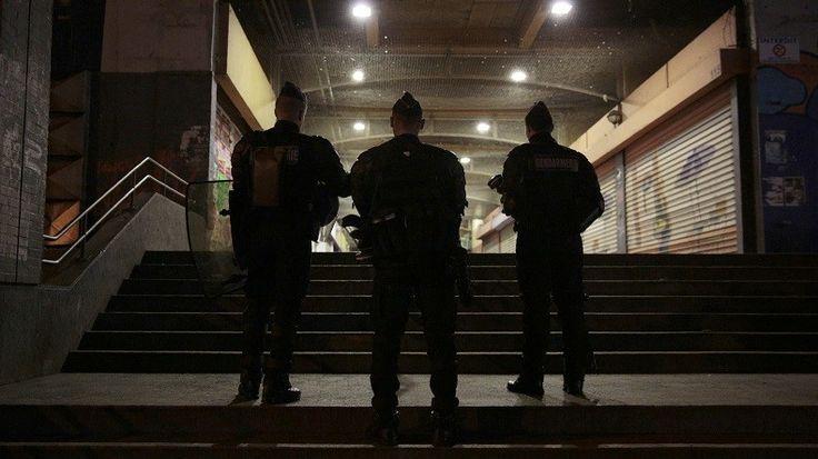 Des extraits du rapport d'un des policiers ayant interpellé Théo ont été publiés par «Le Point». Il s'avère que les images de vidéosurveillance valident sa version, donnée à chaud, deux heures après les faits. Le viol présumé reste à déterminer.