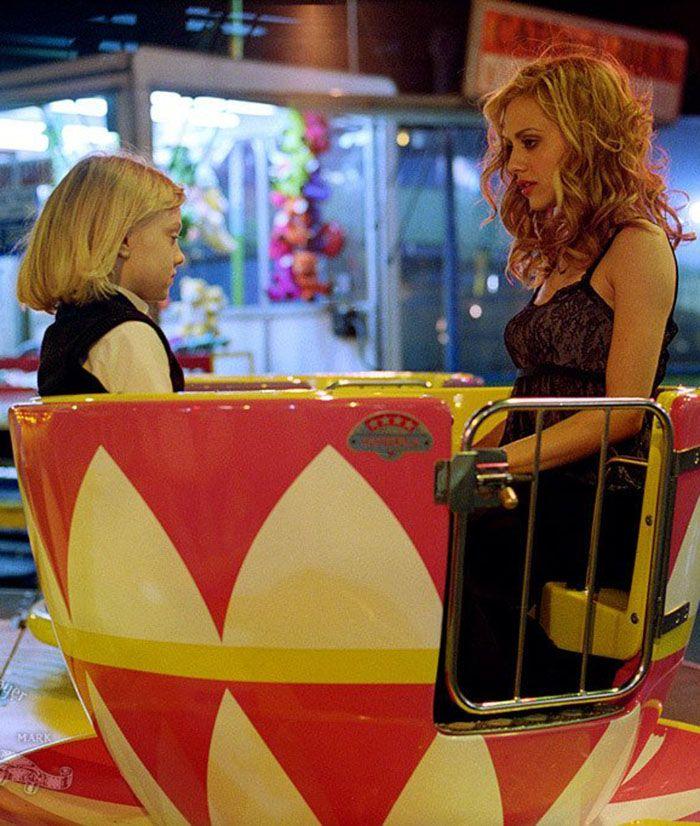 """Brittany Murphy y Dakota Fanning en """"Niñera a la Fuerza"""" (Uptwon Girls), 2003"""