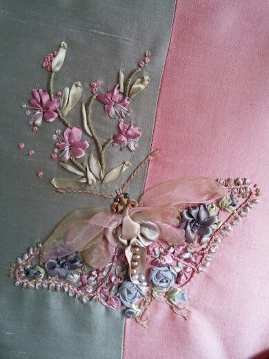 Butterfly broderie au ruban | CRAZY QUILTS, PATCHES ...