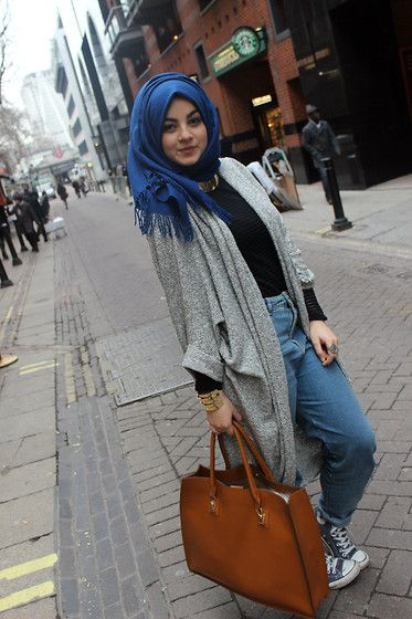 30 Stylish Ways to Wear Hijab with Jeans for Chic look #hijabstreetstyle