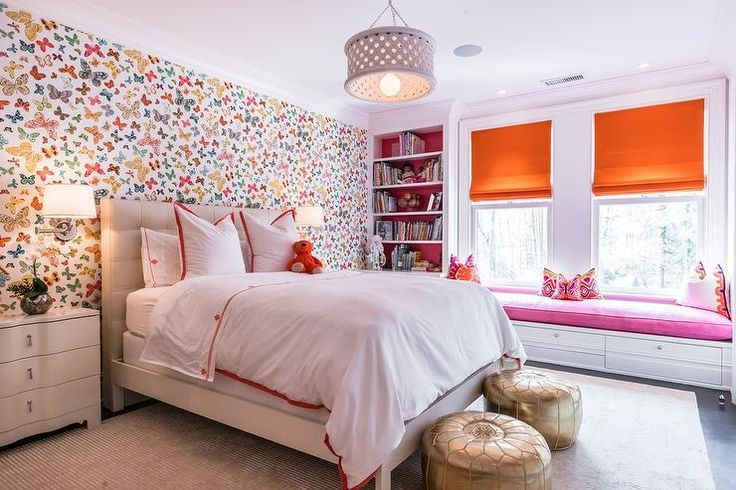 Best Pink And Orange Girl S Bedroom Features An Accent Wall 400 x 300