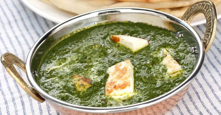 A couple of weeks back I included this Healthy Saag Paneer recipe in the vegetarian meal plans and after getting some really positive responses it seemed like the perfect thing to share this weekend....