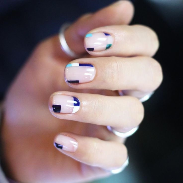Cool negative space nails by Nail Unistella .