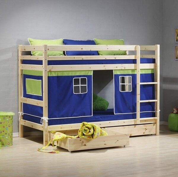 This is another marvelous pallets wood bed crafting especially for your kid's room. This double layer bed is created with up-cycled pallets wood. It can be easily customized in size and shape according to our kid's bedding needs.