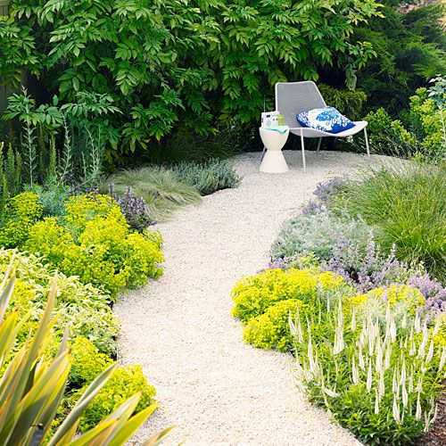 Create an enticing garden path - Sunset http://www.sunset.com/garden/backyard-projects/create-enticing-garden-path