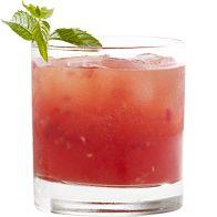 """Recette à base de vodka aromatisée à la poire du cocktail Poire Pétillante. Informations sur la préparation de la boisson, l""""alcool, les ustensiles et les ingrédients nécessaires."""