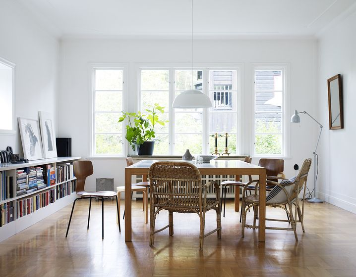 étagère basse - La maison d'Anna G.: Wooden Chairs, Dining Rooms,  Boards, Scandinavian Design, White Spaces, White Rooms, Patrice Johansson, Design Blog, Dining Tables