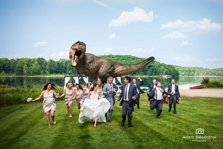 Das ausgefallenste Hochzeitsfoto aller Zeiten - mit Jeff Goldblum und einem T-Rex