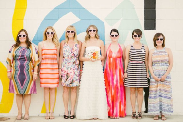 Alle kleuren door elkaar voor je bruidsmeisjes! #bruiloft #trouwen #bruidsmeisjes #vrijgezellenfeest #thema #idee #inspiratie #vriendinnen Lees ook: 20 herkenbare momenten voor bruidsmeisjes | ThePerfectWedding.nl | Fotocredit: Honey Honey Photography
