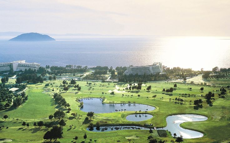 For our golf lovers, Porto Carras Grant Resort provides an internatonal standard 18 hole golf course with mild mediterranean climate all year round!  #BookNow here:  https://portocarrasmeliton.reserve-online.net/ and enjoy 25% for your stay!   #PortoCarras #sports #golf #Golfdestination #training #Halkidiki #Sithonia #allyearround #enjoy #travelling