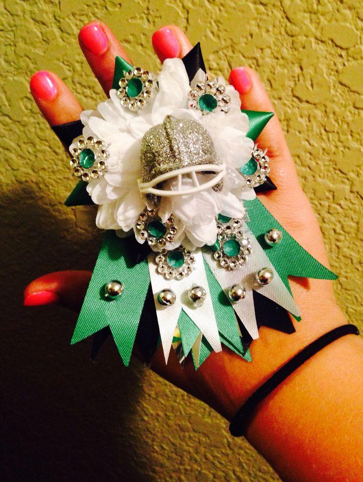 25 Best Football Mums Ideas On Pinterest Mum Bouquet Simple Wedding Decor