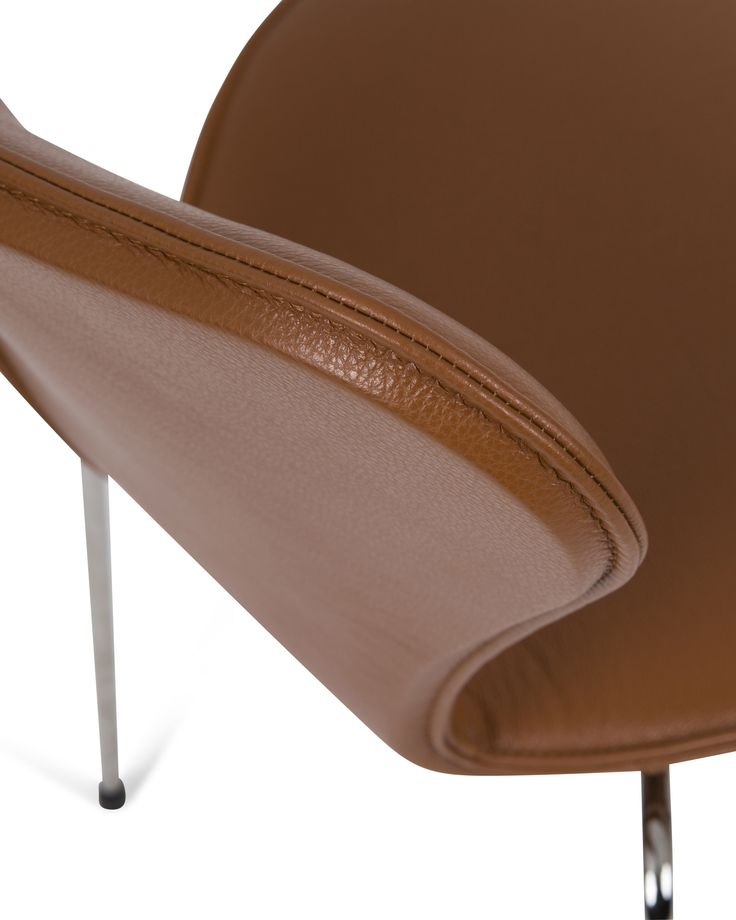STITCH | Precision is the key to a great result. Experienced hands have made this full-cover for Arne Jacobsen's 3107 chair.