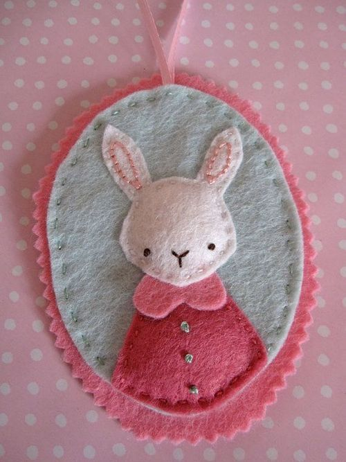 umla: (via Rabbit's Favourite Outfit - Felt Ornament and Hand … | Craft - Felt)