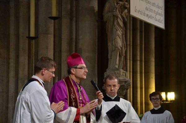 Monseigneur Eric de Moulins Beaufort, évêque auxiliaire, nous accueille à Notre-Dame de Paris au nom du Cardinal André Vingt-Trois, Archevêque de Paris, nous introduisant au thème de notre 34ème édition : « Veni Sancte Spiritu – Venez, Esprit Saint ».