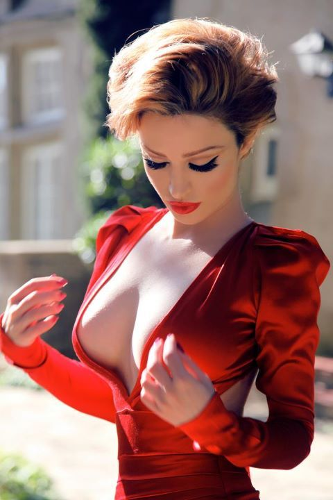 Wow! Hot dress & makeup💋: Fashion, Eyelashes, Hot Dresses, Angelina Jolie, Hair Makeup, Red Lips, Gorgeous Makeup, The Dresses, Red Carpets Dresses