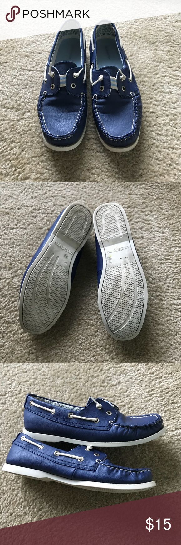 Liz Claiborne blue boat shoes size 9 Gently used Liz Claiborne blue boat shoes size 9 Super comfortable  🍩Offers welcome! Liz Claiborne Shoes Flats & Loafers