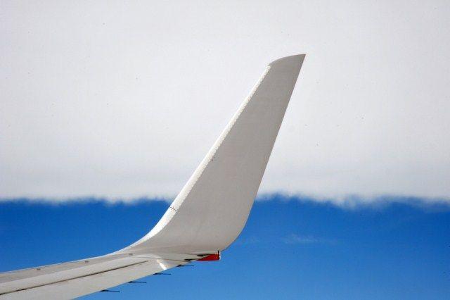 La Commissione europea ha adottato nuove misure  per i passeggeri che viaggiano su aerei che sorvolano l'Unione europea di ultilizzare l'ultima tecnologia della  comunicazione senza fili .  Sarà quindi possibile utilizzare le bande di frequenza per le comunicazioni 3G ( UMTS ) e 4G ( LTE ), ad una altitudine sopra i 3.000 metri .