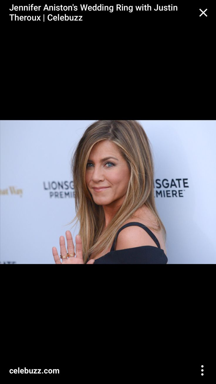 jennifer aniston debuts wedding ring after marrying justin theroux celebuzz - Jennifer Aniston Wedding Ring