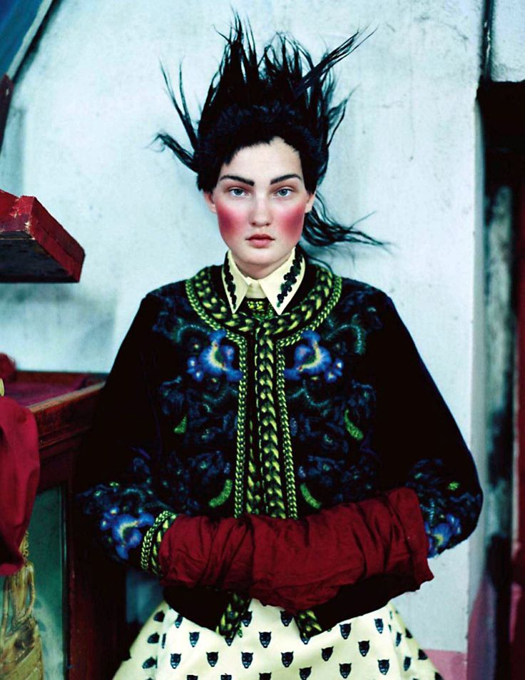 The december 2011 issue of Vogue UK takes us to mongolia alongside tim walker, kirsi pyrhonen, styling and shooting team,ten suitcases of high-end clothing, and the like. It's called an awfully big adventure and was styled by kate phelan.