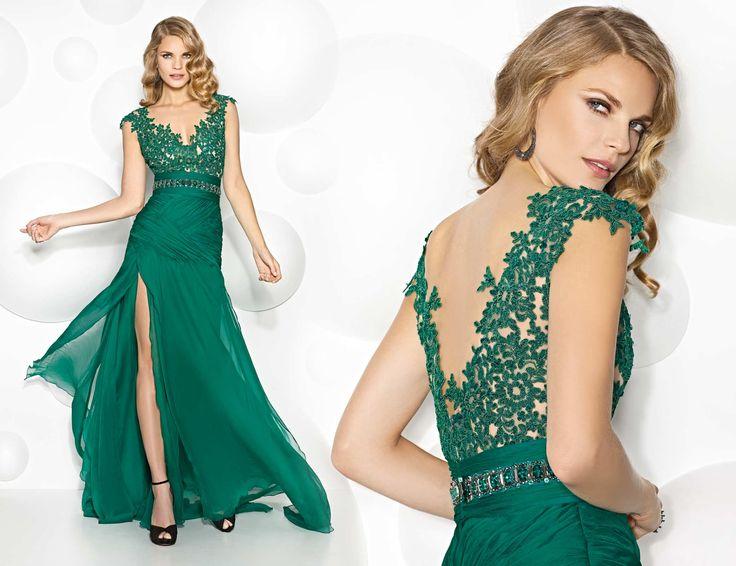 Sonar con vestido de color verde
