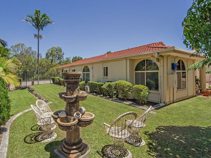 Huge Home on 1037m2 - Unbelieveable Value! - Southport