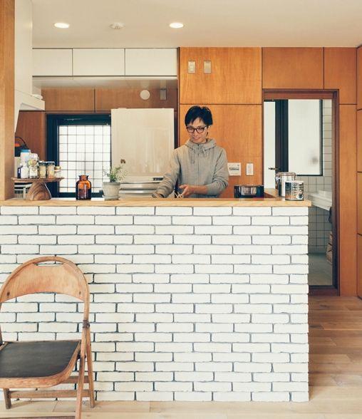 ブリックタイルのカウンターキッチン(リノベーション / skra)- キッチン事例|SUVACO(スバコ)