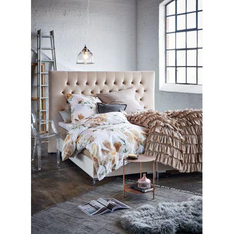 Reizvoll nostalgisch – dieses hinreißende, am Oberbett allover mit Rüschen besetzte Bettwäsche-Set verleiht dem Ambiente im Schlafzimmer romantisches Country-Flair