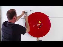 Ophangen brandslanghaspel. Het ophangen van een brandhaspel dient goed te gebeuren. Dit omdat er nogal wat druk op de brandslang komt te staan wanneer de brand slang bij brandbestrijding nodig is.