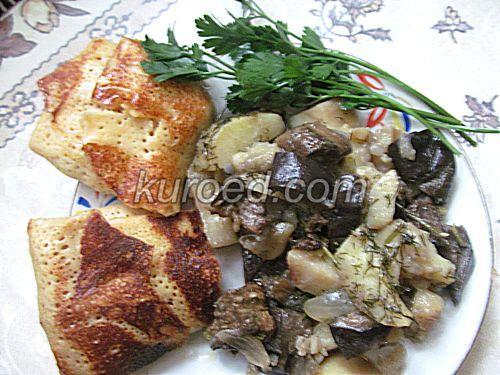 Картошка с баклажанами, испеченные в горшочке,  и блинчики с мясом
