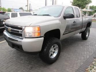 2007 Chevy Silverado 1500 Extended Cab Lifted Truck
