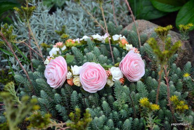 Wianki, przypinki, piankowe róże...