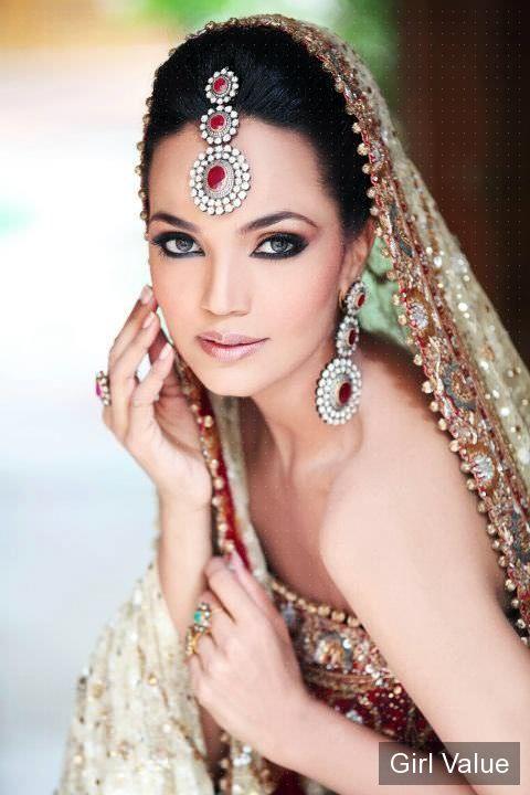 Aamina Sheikh in Red Short Bridal Dress