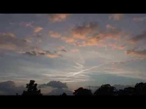 Mooie lucht na regenachtige dag in time lapse - YouTube