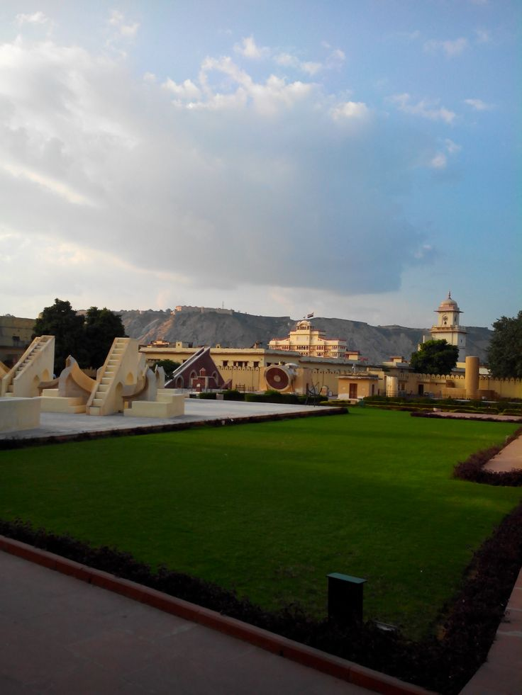 http://travelinjaipur.com/rajasthan-travel-with-jaisalmer