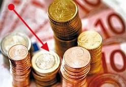 El euro sigue con su caída en picado cotizando por debajo de los 1,26.  Como ya sabréis y no dejáis de escuchar y leer por los distintos medios de comunicación, ahora mismo el euro no está pasando por su mejor momento. Sigue cayendo cuesta abajo sin frenos ante el dólar.  http://www.cambio-divisas.net/el-euro-sigue-con-su-caida-en-picado-cotizando-por-debajo-de-los-126-250512/