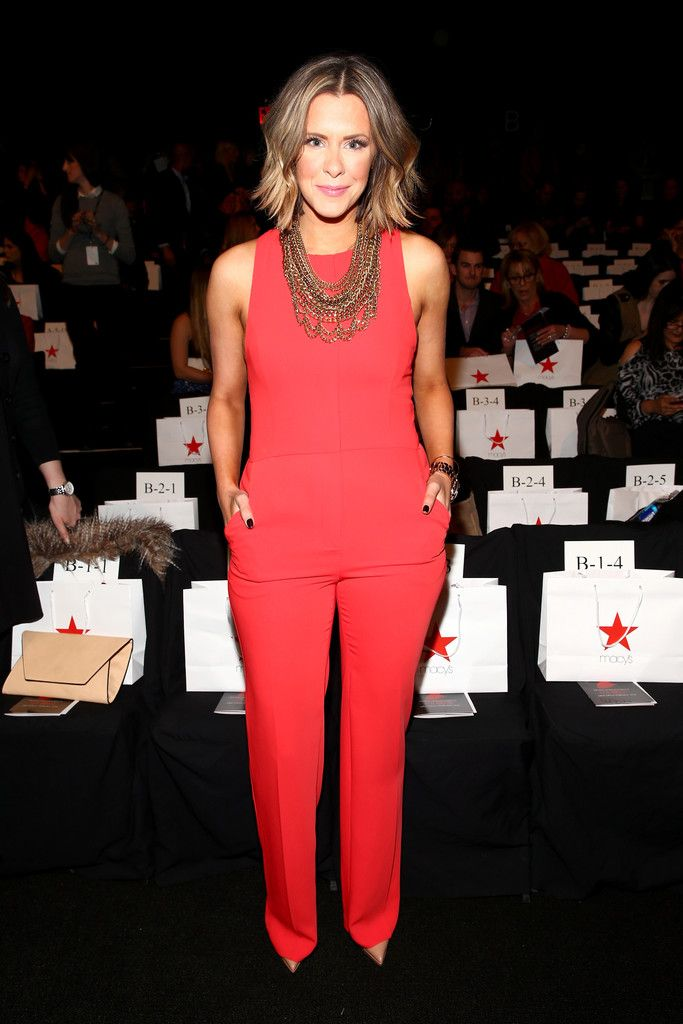 Loving the fitted jumpsuit. | source: thecourtneykerr.com