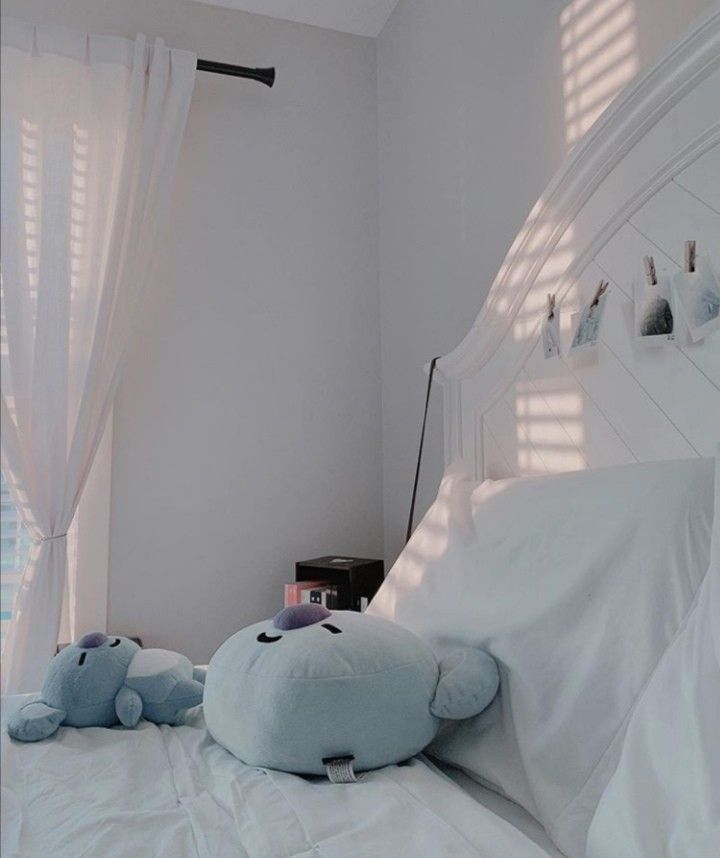 Get gray aesthetic room decoration