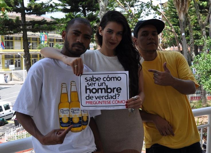 Fly so High cantante de HipHop, Campaña de masculinidades de El Diván Rojo en Copacabana, a propósito del día del hombre. Viernes 16 de marzo – 9 am a 9 pm