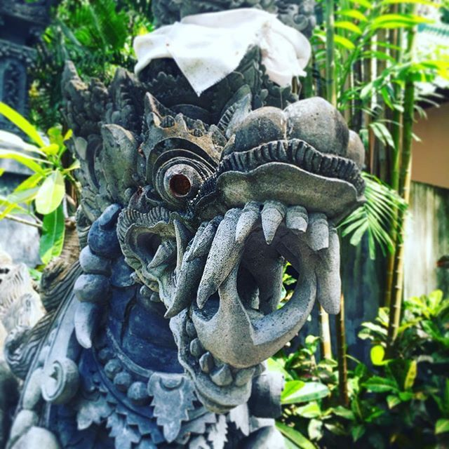 Privattempel in Tejakula #bali #hindu #indonesien #backpacking #honeymoon #reise #travel #travelgram #freske #drachen #dragon #ig_global_life #ig_bali #igersbali #tejakula #boreh #temple #guard #igworlclub #igworld #culture #hinduism