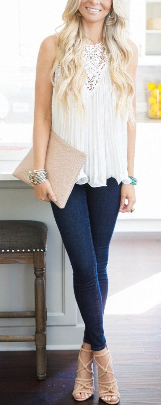 White Sleeveless Lace Top & Navy Skinny Jeans & Beige Laced Up Pumps