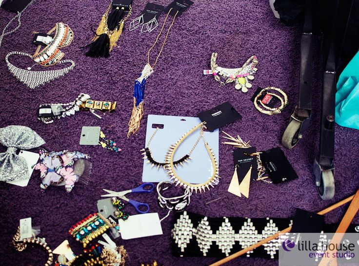 Backstage sesji zdjęciowej dla Galerii Łódzkiej. #lodz #foto #hair #hairdresser #photo #creation #model #makeup # backstage #team #lilla #outfit #jewellery #accesories #fun #agency