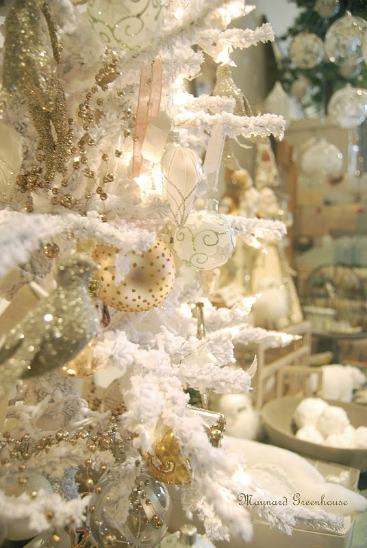 beautiful white Christmas tree... sparkles & glitters! <3