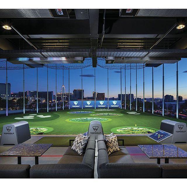 Para aquellos principiantes o semiprofesionales está Topgolf Las Vegas ubicado en un centro de práctica en donde los competidores podrán mejorar la precisión de sus tiros. Este no es un campo de golf como tal sin embargo los amantes del Golf adoran acudir a este sitio ya que cada swing se asemeja a un tiro al blanco sólo que con pelotas de golf. En cada golpeo se mide velocidad distancia y puntos por lo que de inmediato te darás cuenta si lo estás haciendo bien o mal. #LasVegas #golf #sport…