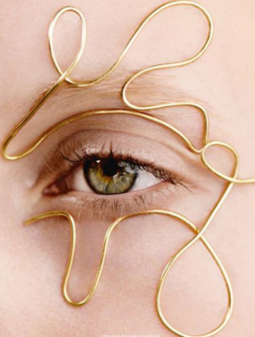 gold accessory, nude eye makeup