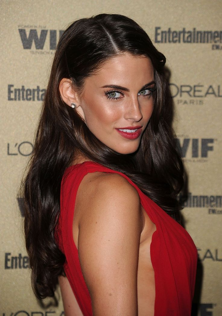 Jessica Lowndes: love the hairstyle, so simple yet elegant. Love the brown toned blush and red lips.